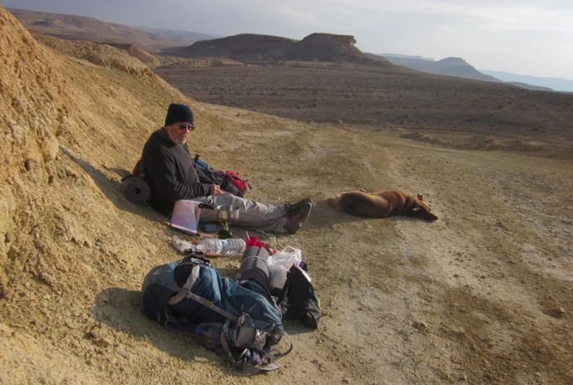 Don making breakfast on the edge of the Ramon Crater (with Taffy)