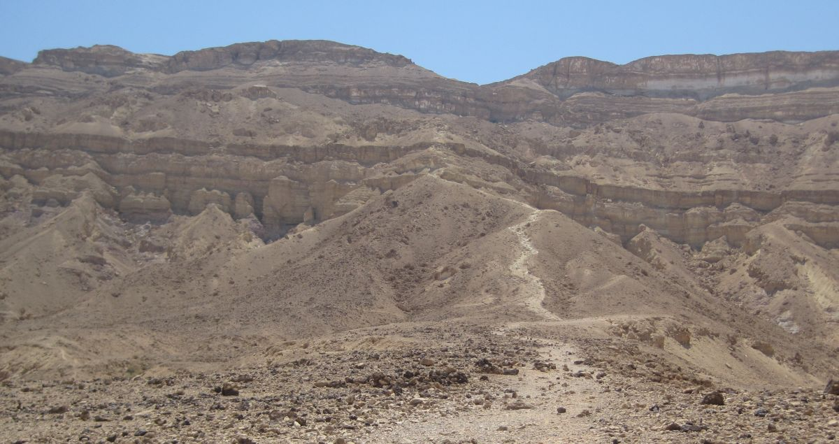 The Eli ascent in the distance   מעלה עלי